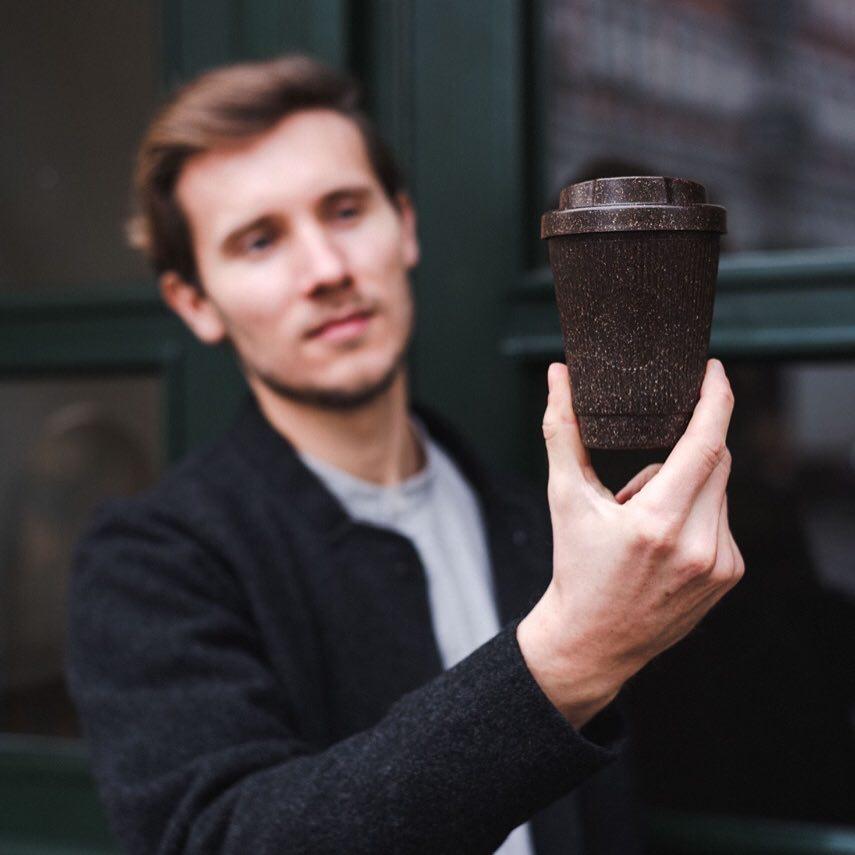 Compañía alemana convierte residuos de café en vasos reutilizables