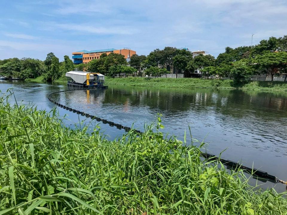 Boyan Slat lanza nuevo sistema para interceptar plásticos en ríos