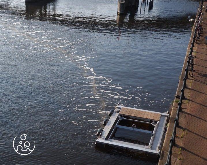 Primera barrera de burbujas de aire intercepta plásticos en los canales de Ámsterdam