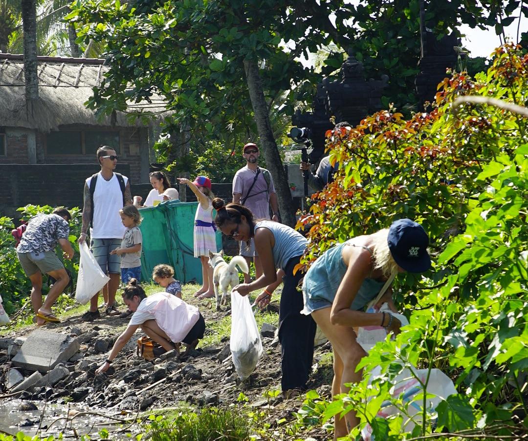 Gran día en Bali: 12.500 personas participaron en la cuarta limpieza de playas más grande de Bali