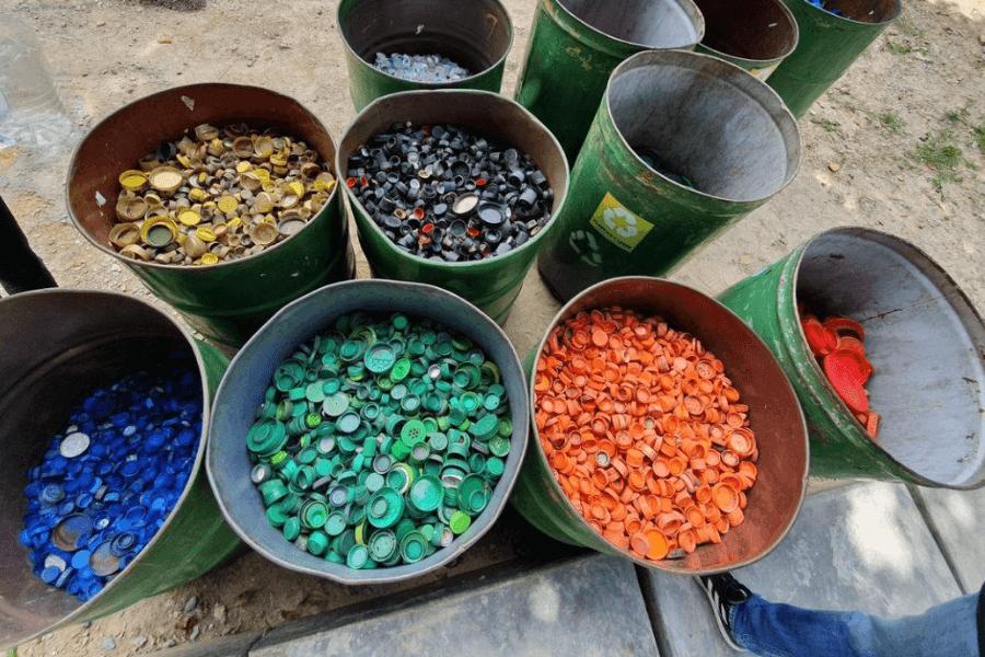, Artista crea mural con 200 mil tapitas recicladas