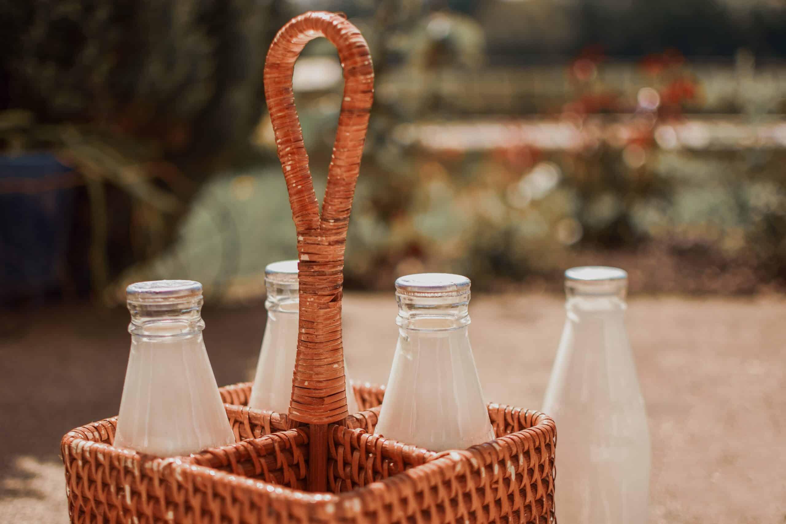 , Vuelven los lecheros, Botellas de vidrio entregadas puerta a puerta