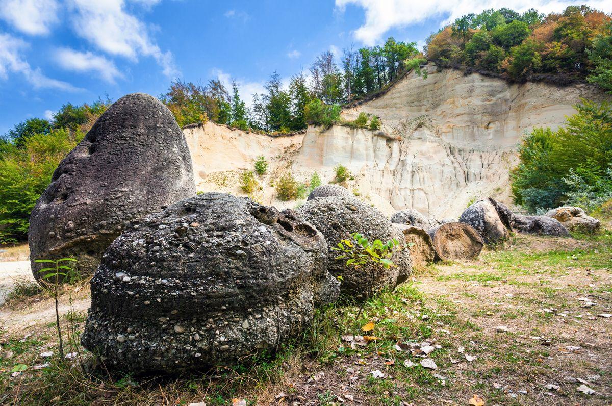 , Las misteriosas piedras vivas de Rumania: crecen, respiran y se reproducen