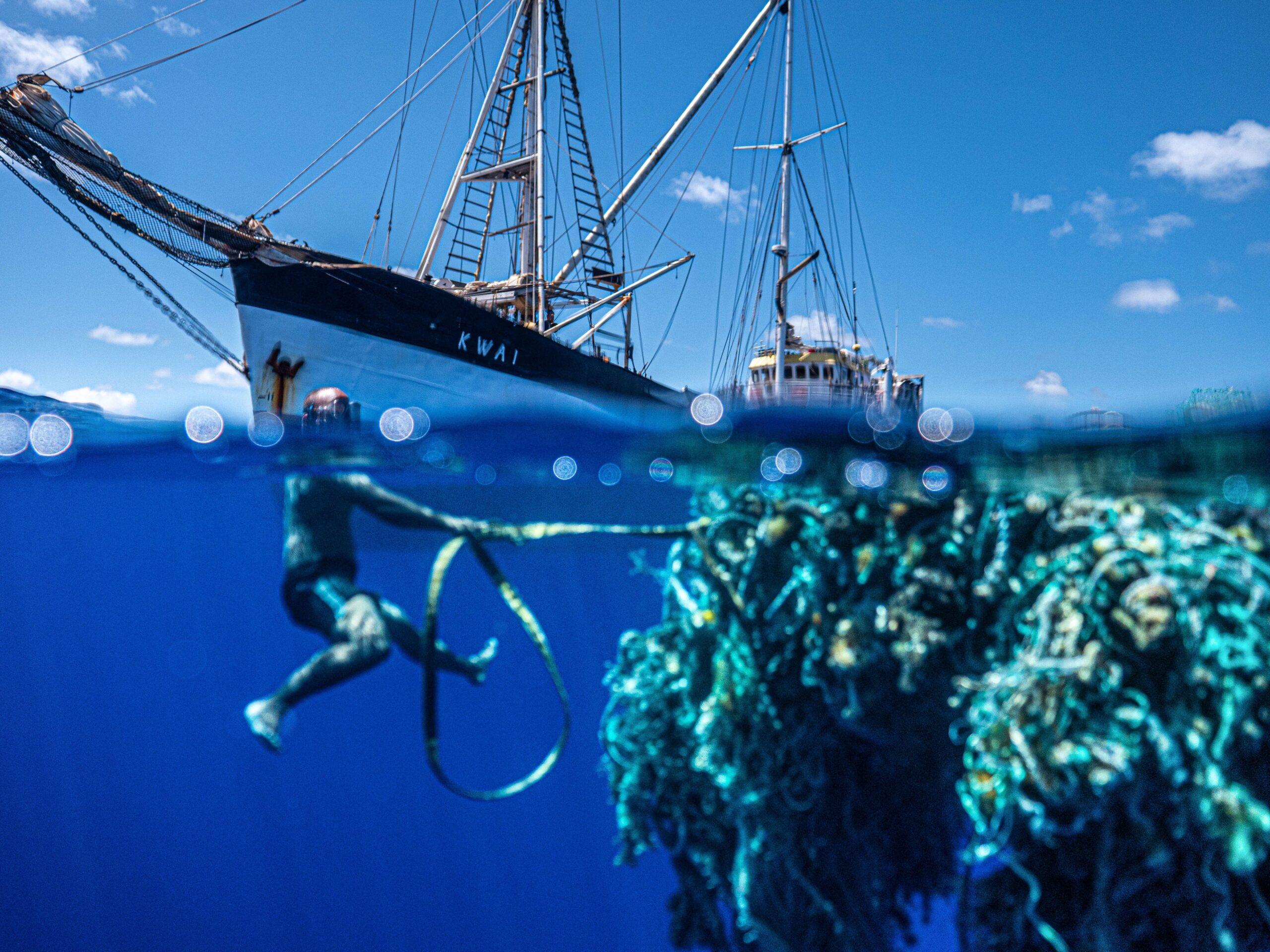 , Un equipo de activistas realizó la mayor limpieza en mar abierto de la historia