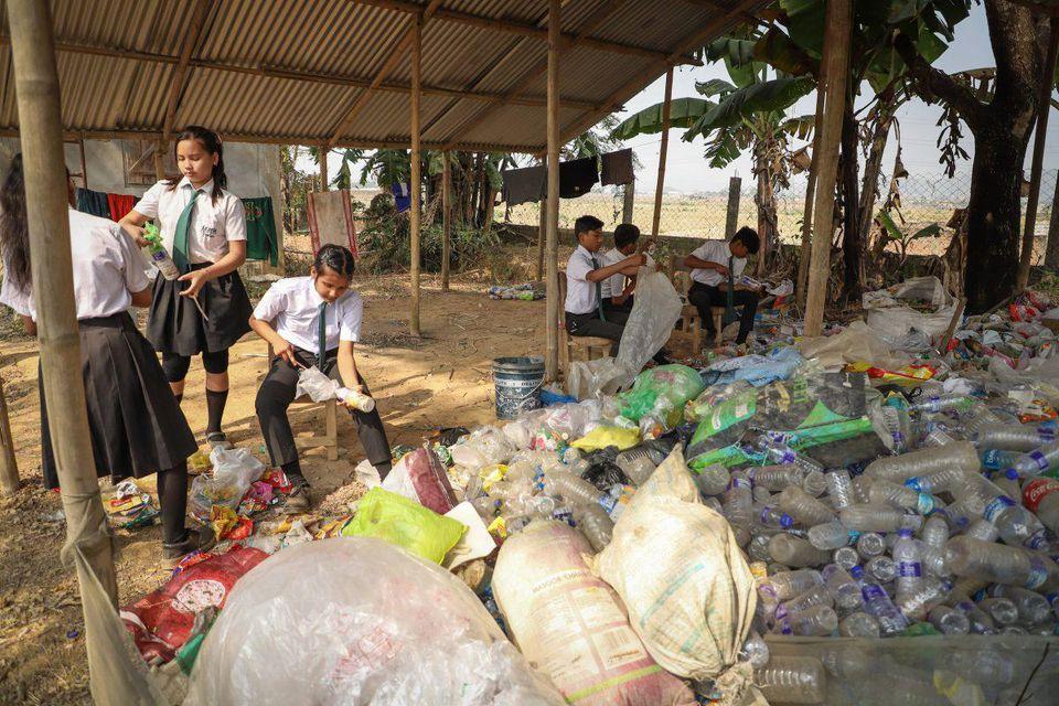 , En esta escuela la cuota escolar se paga con plásticos reciclados