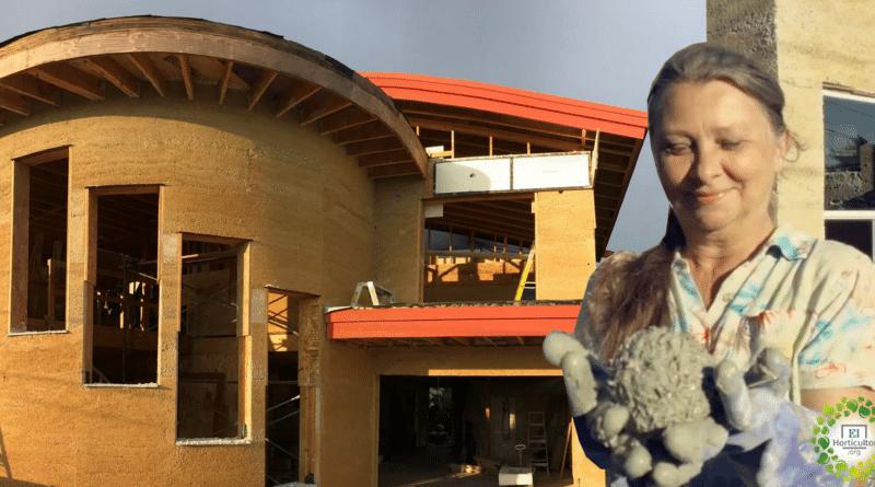 , Abuela construye su propia casa ecológica hecha de cáñamo