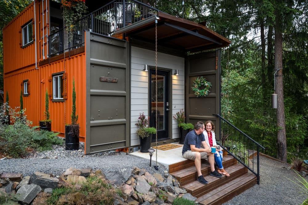 , Pareja construye una casa increíble con contenedores para vivir libre de deudas
