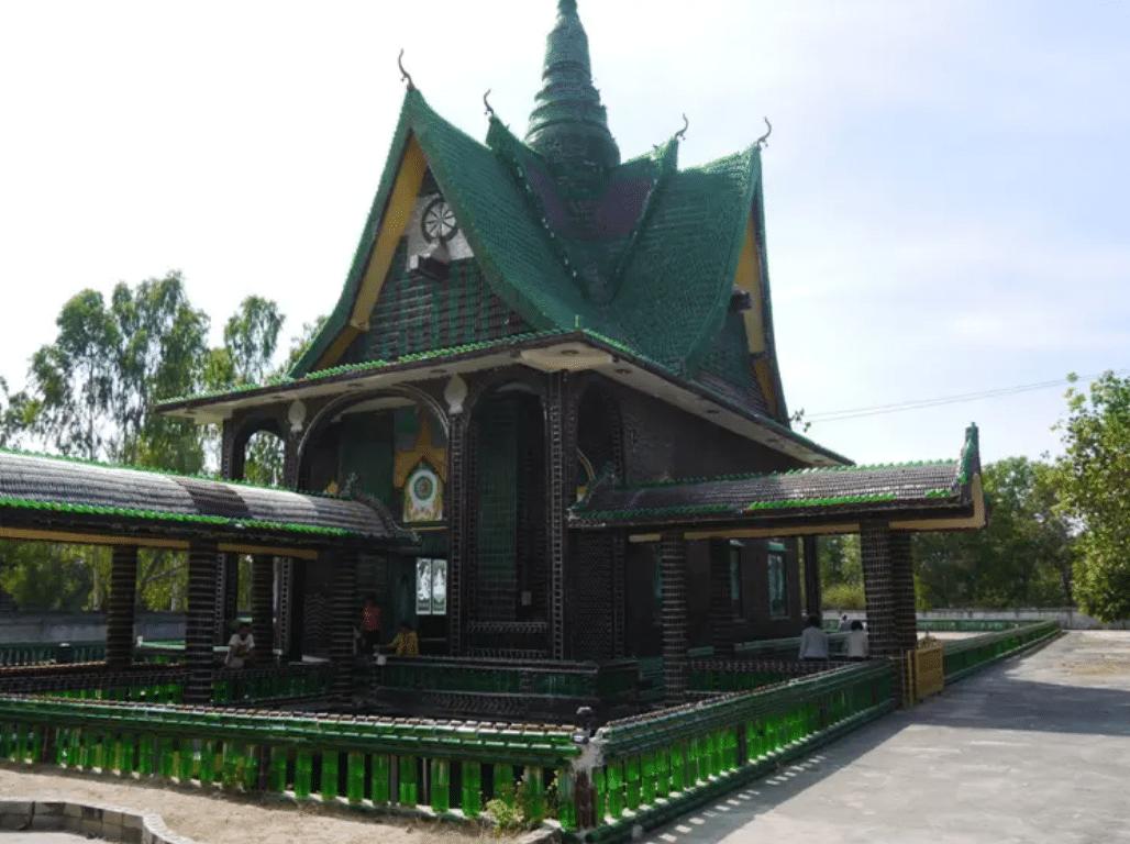 , Este Templo Tailandés se construyó con un millón de botellas recicladas
