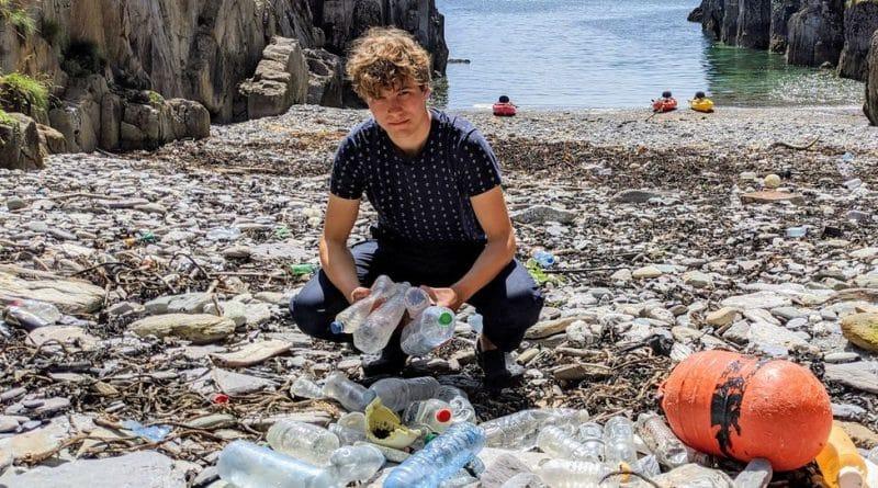 , Estudiante irlandés crea un «imán» que atrapa microplásticos