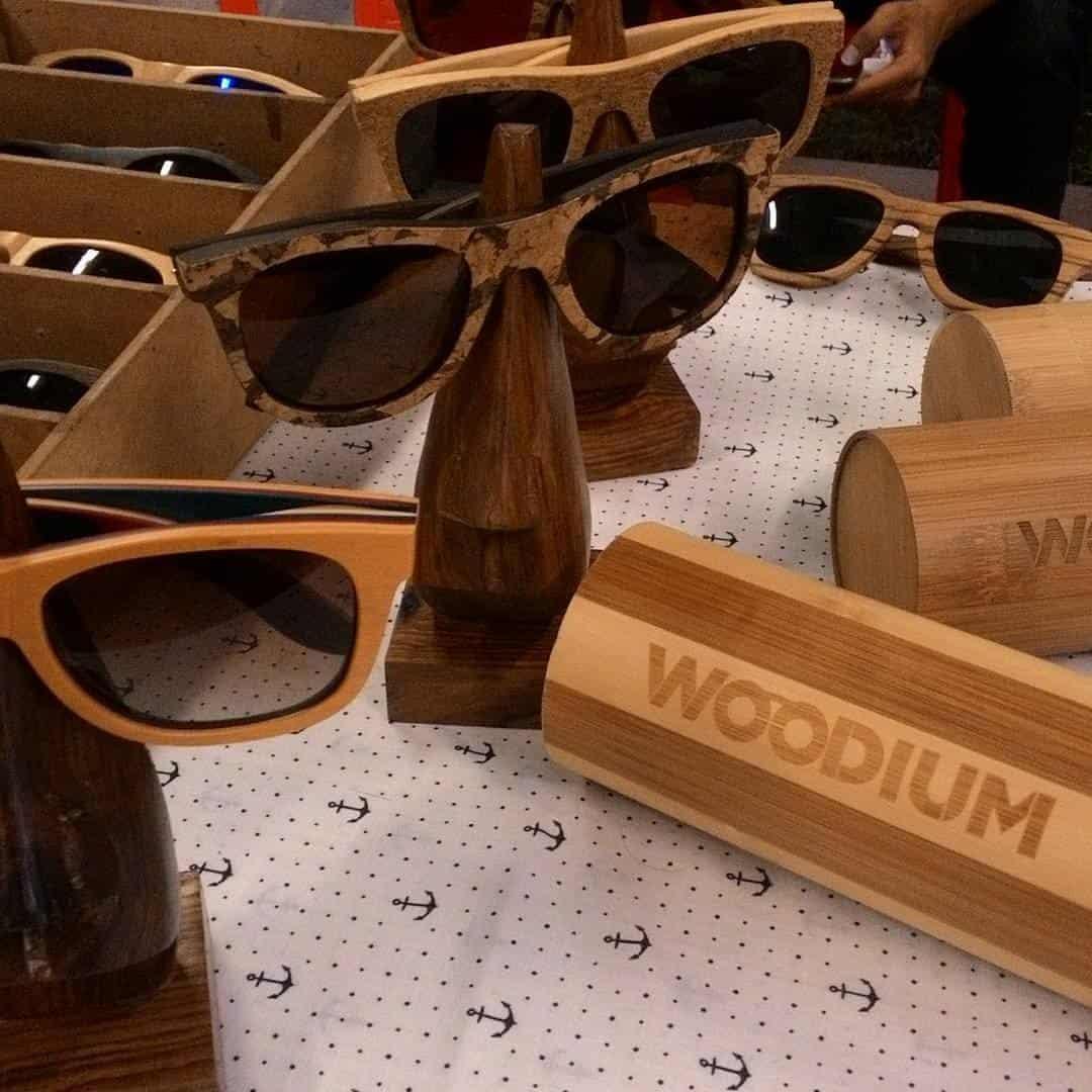 , Joven crea anteojos de madera sostenible que reducen el uso de plástico