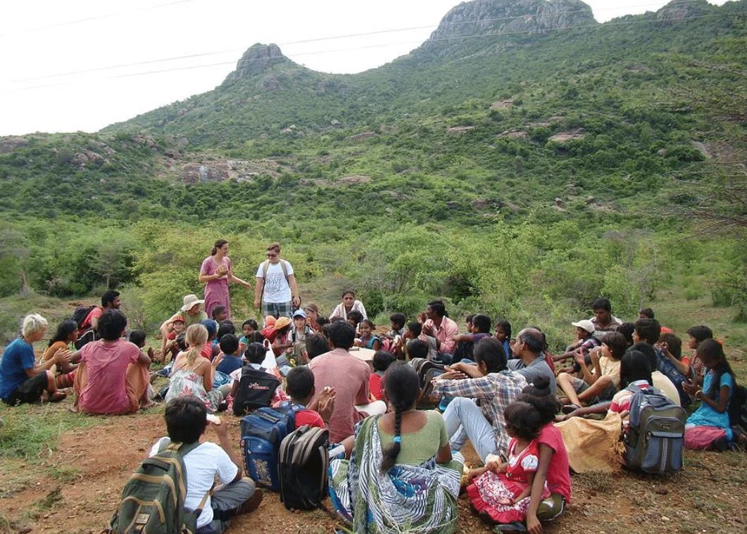 , 5 familias decidieron renunciar a su estilo de vida para dedicarse a una escuela sustentable